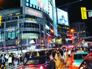 dundassquare busy intersection downtown toronto