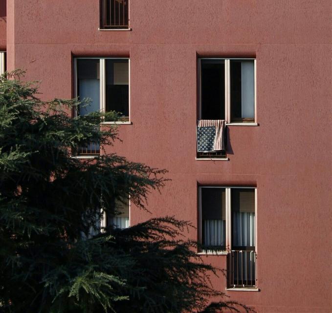 Tu vuo' fa' l'americano   #window #streetphotography   #street_photography  #windows